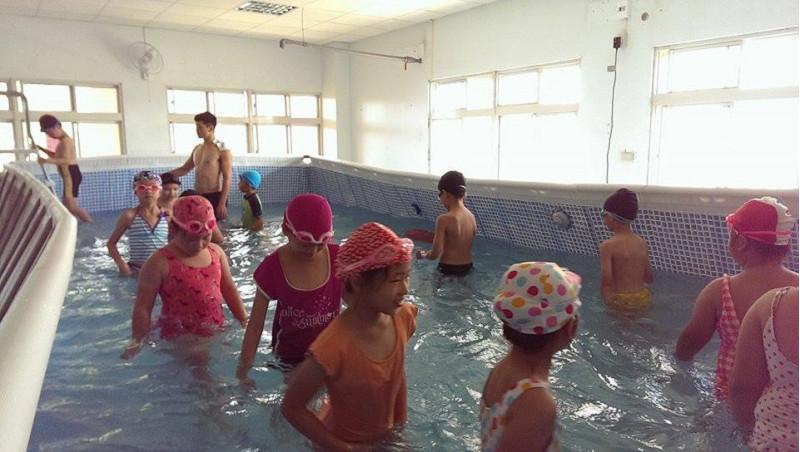 http://www.hhps.cyc.edu.tw/uploads/tadgallery/2015_10_02/1648_游泳22.jpg