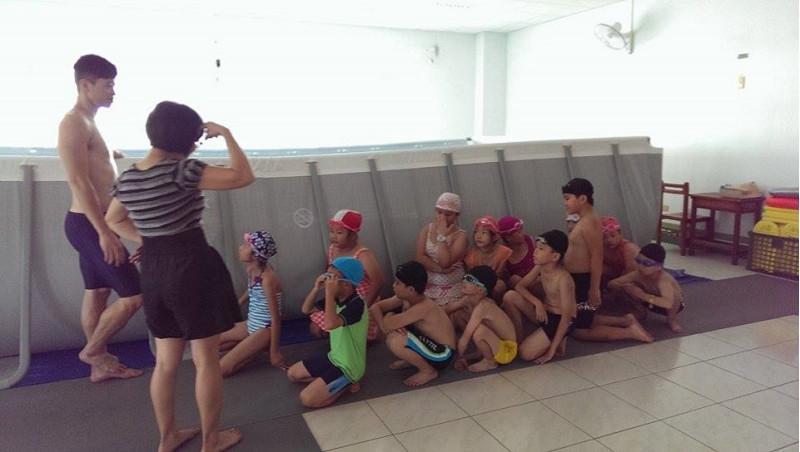 http://www.hhps.cyc.edu.tw/uploads/tadgallery/2015_10_02/1649_游泳11.jpg