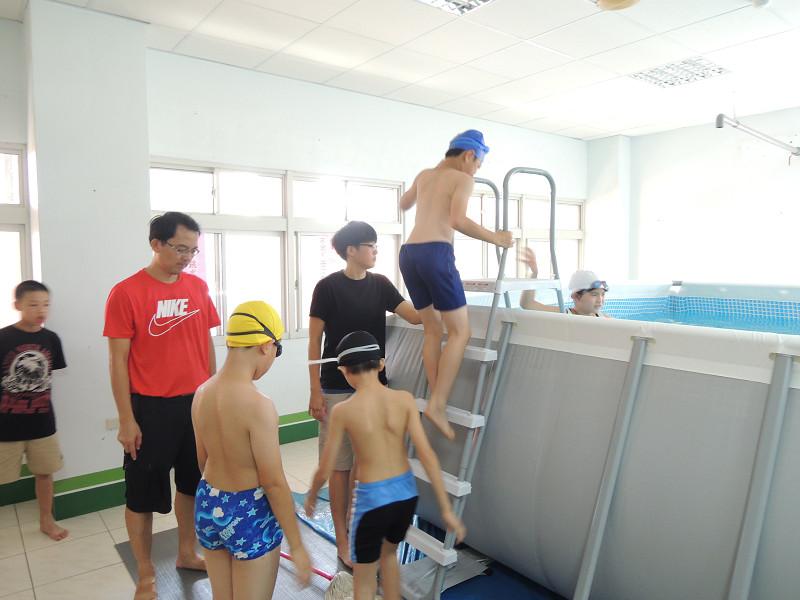 http://www.hhps.cyc.edu.tw/uploads/tadgallery/2015_10_02/1650_游泳44.jpg