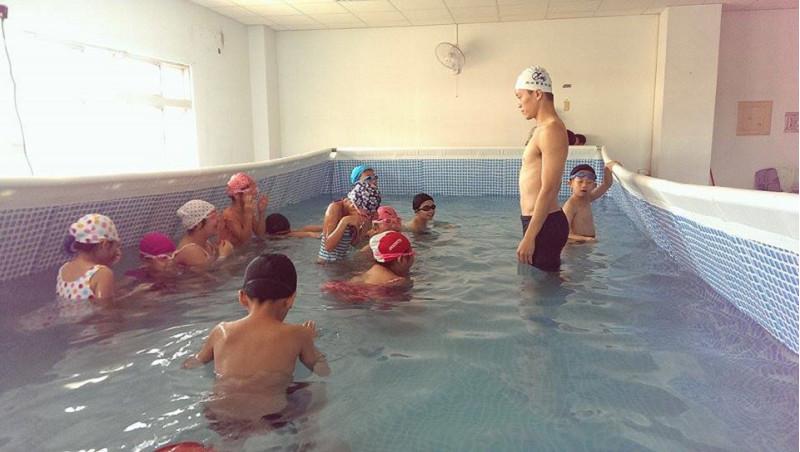 http://www.hhps.cyc.edu.tw/uploads/tadgallery/2015_10_02/1654_游泳25.jpg