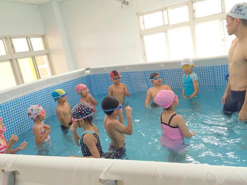 http://www.hhps.cyc.edu.tw/uploads/tadgallery/2015_10_02/1656_游泳04.jpg