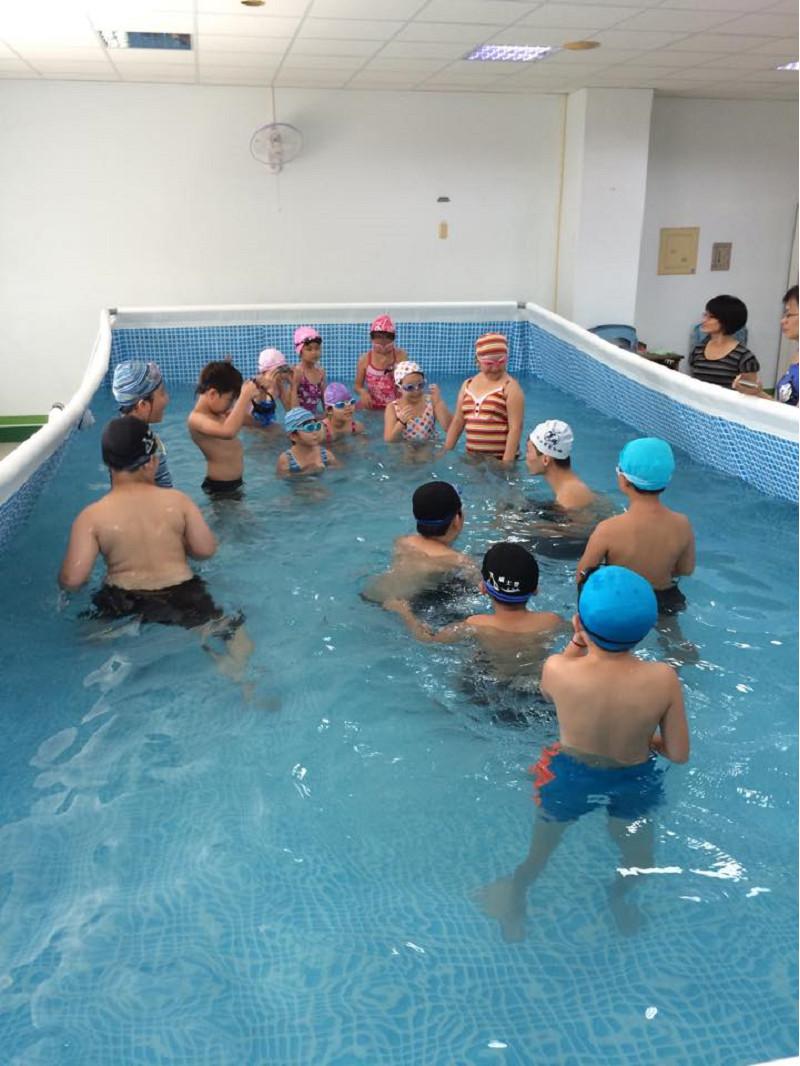 http://www.hhps.cyc.edu.tw/uploads/tadgallery/2015_10_02/1662_游泳45.jpg