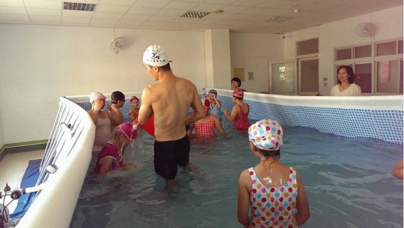 http://www.hhps.cyc.edu.tw/uploads/tadgallery/2015_10_02/1663_游泳12.jpg