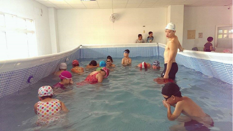 http://www.hhps.cyc.edu.tw/uploads/tadgallery/2015_10_02/1667_游泳31.jpg