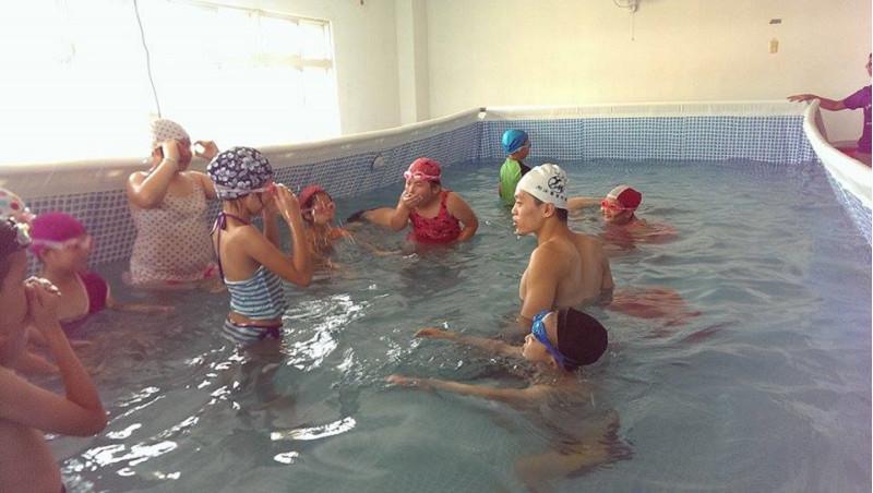 http://www.hhps.cyc.edu.tw/uploads/tadgallery/2015_10_02/1676_游泳26.jpg