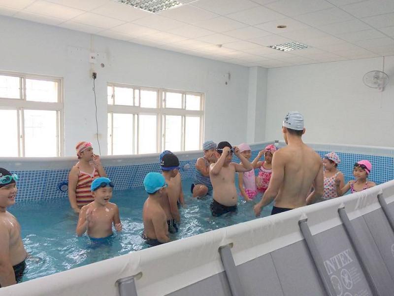 http://www.hhps.cyc.edu.tw/uploads/tadgallery/2015_10_02/1679_游泳01.jpg