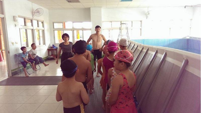 http://www.hhps.cyc.edu.tw/uploads/tadgallery/2015_10_02/1684_游泳27.jpg