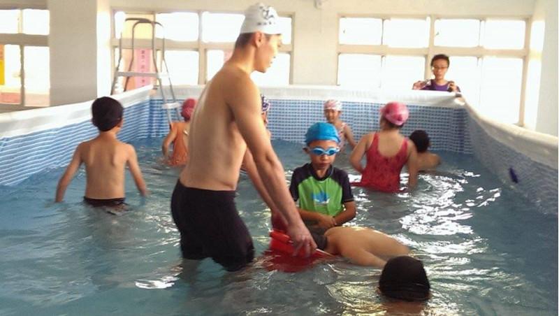 http://www.hhps.cyc.edu.tw/uploads/tadgallery/2015_10_02/1687_游泳19.jpg