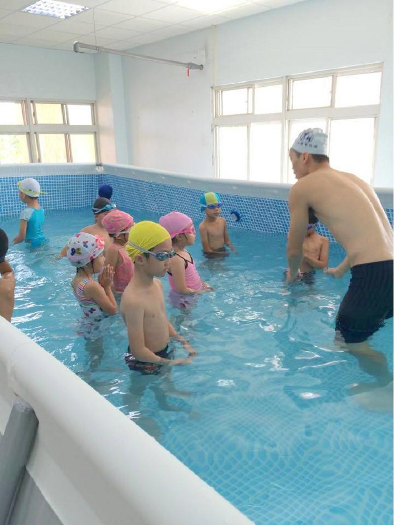 http://www.hhps.cyc.edu.tw/uploads/tadgallery/2015_10_02/1691_游泳24.jpg